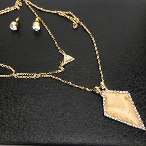 Jewelry - 💥NEW💥 Necklace and Earring Set